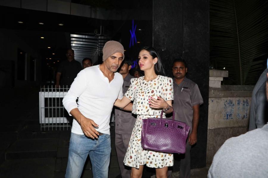Akshay Kumar,Twinkle Khanna,Sunny Dewan,Akshay Kumar spotted at Hakkasan,Twinkle Khanna spotted at Hakkasan,Sunny Dewan spotted at Hakkasan