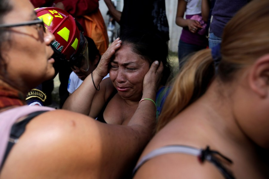 Mourning girls,Guatemala mourns,death under lock,Madelin Patricia Hernandez,Guatemala City