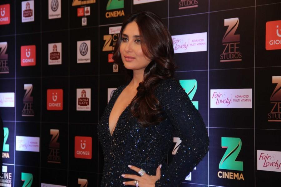 Kareena Kapoor Khan,Kareena Kapoor,Kareena Kapoor Khan at Zee Cine Awards,Zee Cine Awards 2017,Zee Cine Awards,Fair and Lovely Zee Cine Awards 2017,Zee Cine Awards 2017,Zee Cine Awards,Zee Cine Awards pics,Zee Cine Awards images,Zee Cine Awards photos,Zee
