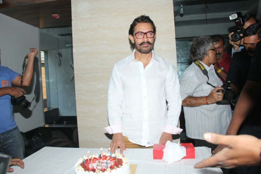Aamir Khan,actor Aamir Khan,Aamir Khan birthday,Aamir Khan birthday celebrations,Aamir Khan 52nd birthday celebrations,Aamir Khan 52nd birthday,Aamir Khan birthday celebration pics,Aamir Khan birthday celebration images,Aamir Khan birthday celebration pho