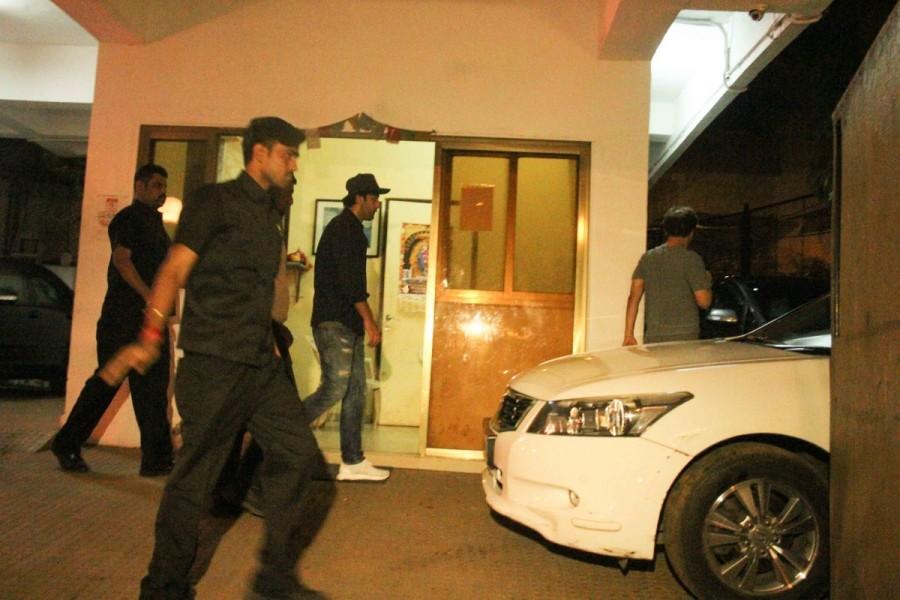 Ranbir Kapoor,actor Ranbir Kapoor,Ranbir Kapoor spotted at Vidhu Vinod Chopra,Vidhu Vinod Chopra