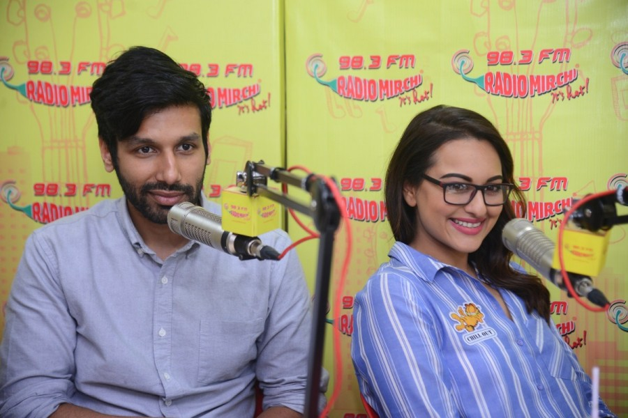 Sonakshi Sinha and Kanan Gill,Sonakshi Sinha,Kanan Gill,Noor,Noor promotion,Noor movie promotion,Noor movie promotion pics,Noor movie promotion images,Noor movie promotion photos,Noor movie promotion stills,Noor movie promotion pictures