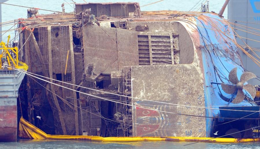 Sunken South Korea,South Korea ferry raised,South Korea ferry,Sewol ferry,Sewol ferry sank,Sewol ferry salvage,sewol ferry disaster