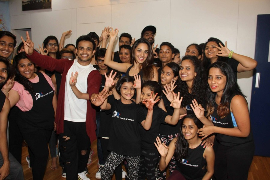 Kiara Advani,actress Kiara Advani,Kiara Advani visits Deep Dance Academy,Deep Dance Academy,Kiara Advani pics,Kiara Advani images,Kiara Advani photos,Kiara Advani stills,Kiara Advani pictures