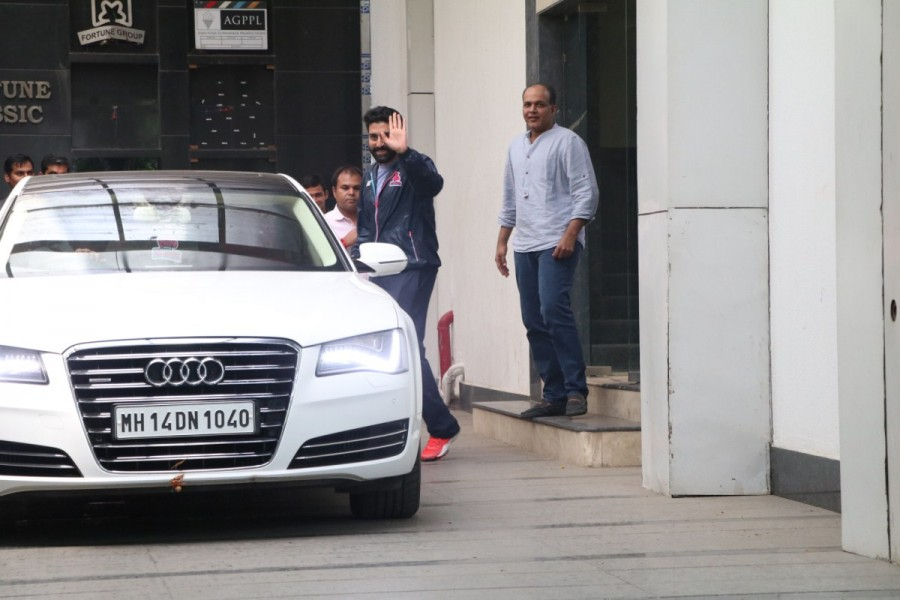 Abhishek Bachchan,actor Abhishek Bachchan,Abhishek Bachchan spotted at Ashutosh Gowariker office,Abhishek Bachchan at Ashutosh Gowariker office,Ashutosh Gowariker office
