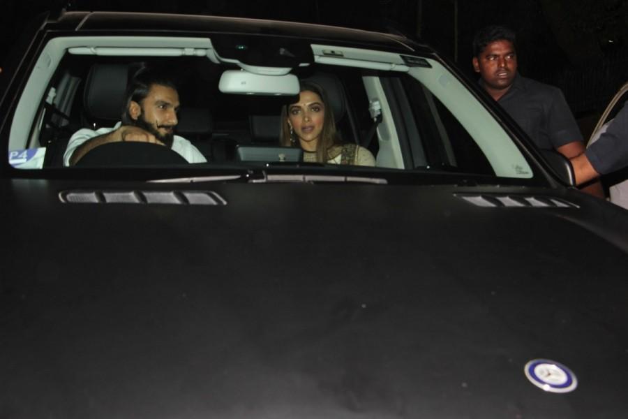 Shah Rukh Khan,Kareena Kapoor Khan,Mira Rajput,Alia Bhatt,Deepika Padukone,Ranveer Singh,Karan Johar,Karan Johar's bash