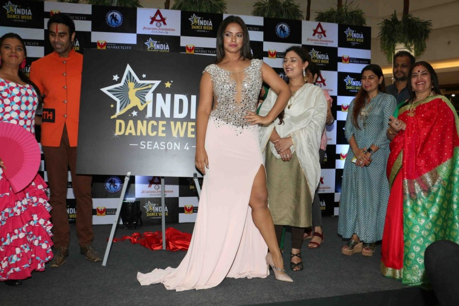 India Dance week season 4 trophy,India Dance week season 4,India Dance week,Sharbani Mukherjee,Neetu Chandra,Sandip Soparrkar,Neetu Chandra hot pics,Neetu Chandra hot images,Neetu Chandra hot photos,Neetu Chandra hot stills,Neetu Chandra hot pictures