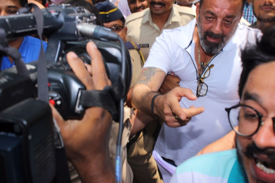 Sanjay Dutt,actor Sanjay Dutt,Sanjay Dutt appears in Andheri Court,Sanjay Dutt in Andheri Court,Sanjay Dutt Arrest Warrant,Sanjay Dutt Arrest,Sanjay Dutt Warrant,Sanjay Dutt pics,Sanjay Dutt images,Sanjay Dutt photos,Sanjay Dutt pictures