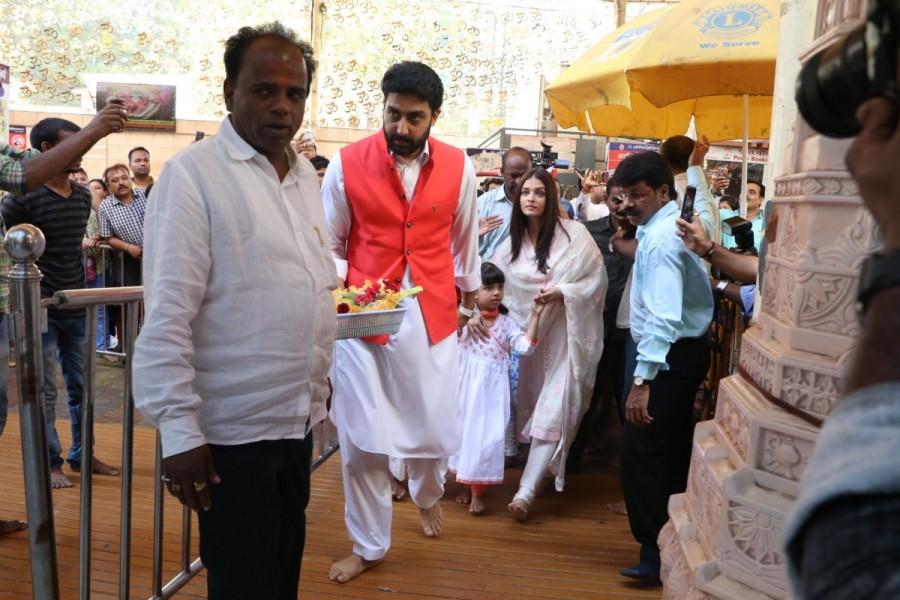 Aishwarya Rai,Abhishek Bachchan,Aishwarya Rai and Abhishek Bachchan visit Siddhivinayak temple,Aaradhya,Aaradhya bachchan,Aishwarya Rai and Abhishek Bachchan wedding