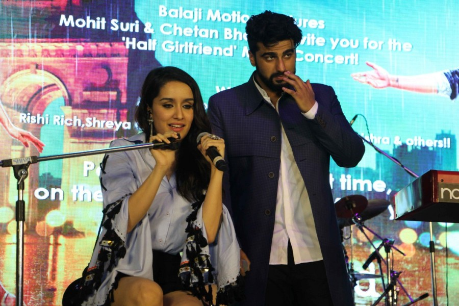 Shraddha Kapoor and Arjun Kapoor,Shraddha Kapoor,Arjun Kapoor,Half Girlfriend music concert,Half Girlfriend,Half Girlfriend music concert pics,Half Girlfriend music concert images,Half Girlfriend music concert stills,Half Girlfriend music concert pictures