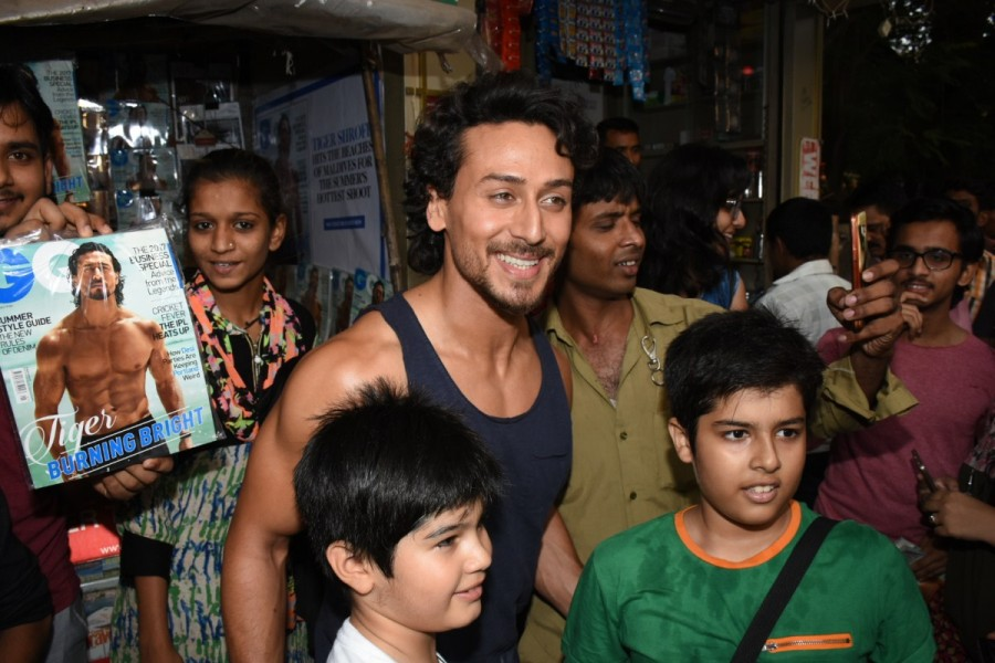 Tiger Shroff,actor Tiger Shroff,Tiger Shroff at local magazine stall