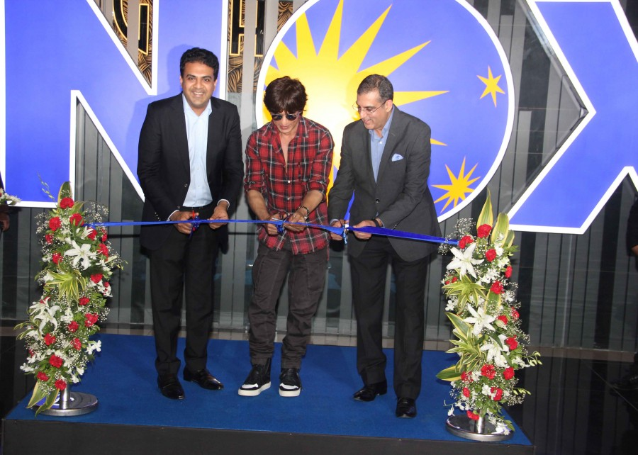Shah Rukh Khan,actor Shah Rukh Khan,Shah Rukh Khan inaugurates new INOXMovies theater,srk inaugurates new INOXMovies theater,INOXMovies theater,INOXMovies,Shah Rukh Khan pics,Shah Rukh Khan images,Shah Rukh Khan stills,Shah Rukh Khan pictures,Shah Rukh Kh
