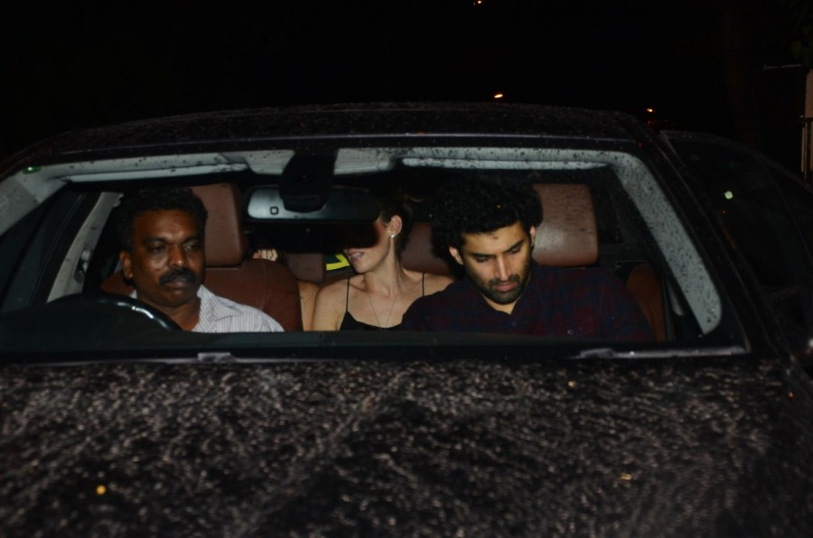 Aditya Roy Kapur spotted with a mystery woman,Aditya Roy Kapur with a mystery woman,Corner House,Aditya Roy Kapur,actor Aditya Roy Kapur,Aditya Roy Kapur pics,Aditya Roy Kapur images,Aditya Roy Kapur stills,Aditya Roy Kapur pictures