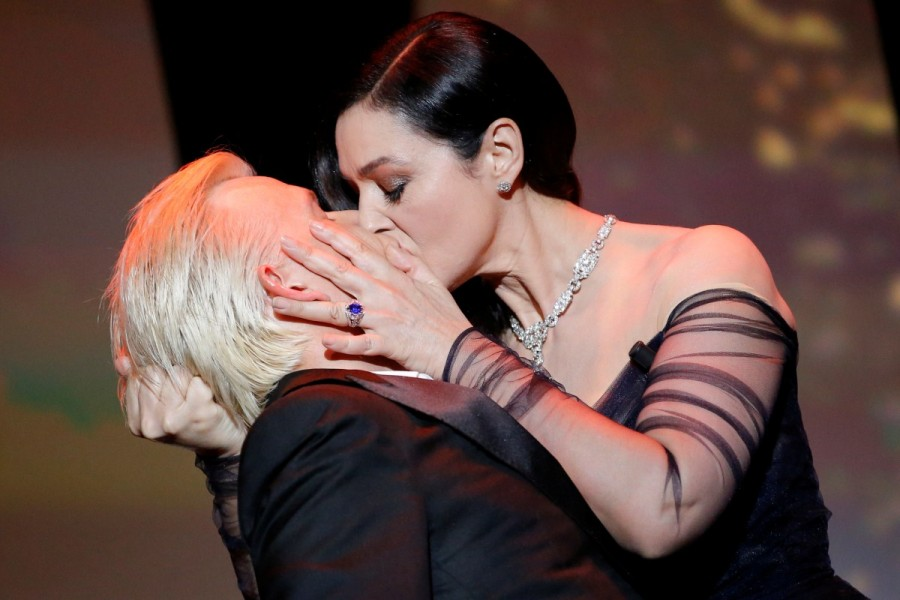 Cannes 2017,Cannes,Cannes film festival,Cannes film festival 2017,Monica Bellucci,Monica Bellucci kisses Alex Lutz,Alex Lutz,Monica Bellucci awkward kiss,70th annual film festival
