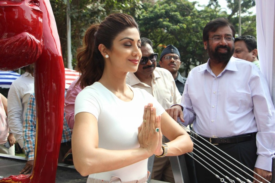 Shilpa Shetty,Shilpa Shetty unveils Yoga statue,Shilpa Shetty Yoga statue,Yoga statue,Shilpa Shetty yoga,Shilpa Shetty hot pics,Shilpa Shetty hot images,Shilpa Shetty hot stills,Shilpa Shetty hot pictures,Shilpa Shetty hot photos