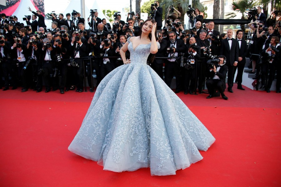 Aishwarya Rai Bachchan,Aishwarya Rai,Aishwarya Rai Bachchan at Cannes red carpet,Aishwarya Rai at Cannes red carpet,Aishwarya Rai Bachchan at Cannes,Aishwarya Rai at Cannes,Hot Aishwarya Rai Bachchan,Aishwarya Rai Bachchan pics,Aishwarya Rai Bachchan imag