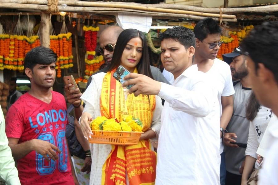 Poonam Pandey,actress Poonam Pandey,Poonam Pandey visits Siddhivinayak Temple,Siddhivinayak Temple,Poonam Pandey new pics,Poonam Pandey new images,Poonam Pandey new stills,Poonam Pandey new pictures,Poonam Pandey new photos