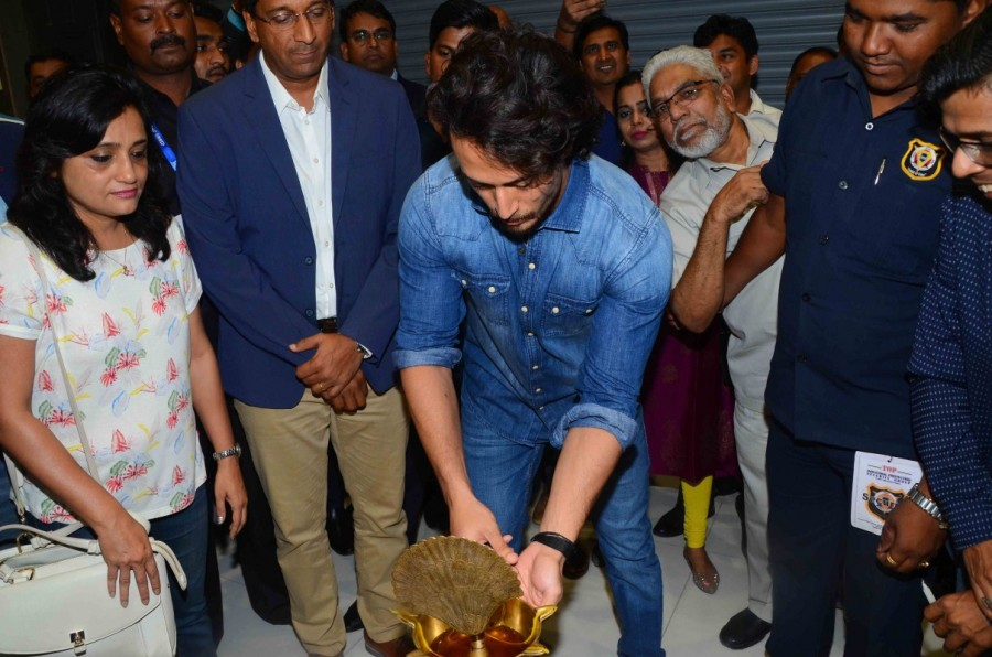 Tiger Shroff,actor Tiger Shroff,Tiger Shroff launches Lifestyle,Lifestyle & Home Centre,Seawoods Grand Central Mall,Grand Central Mall,Tiger Shroff new pics,Tiger Shroff new images,Tiger Shroff new stills,Tiger Shroff new pictures,Tiger Shroff new pho
