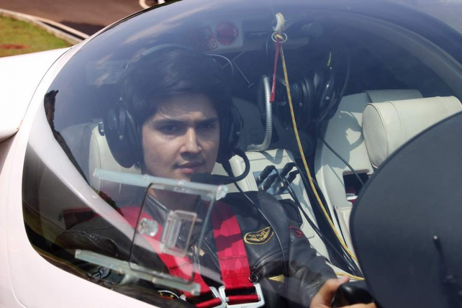 Rohan Mehra,Rohan Mehra is flying high,Rohan Mehra flying high,Bigg Boss,Actor Rohan Mehra,Rohan Mehra pics,Rohan Mehra images,Rohan Mehra stills,Rohan Mehra pictures,Rohan Mehra photos