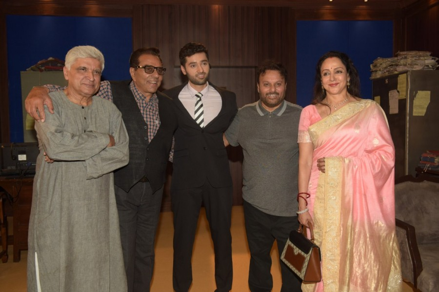 Dharmendra and Hema Malini,Hema Malini,Genius,Genius movie launch,Genius movie launch pics,Genius movie launch images,Genius movie launch stills,Genius movie launch pictures,Genius movie launch photos,Javed Akhtar,Utkarsh Sharma,Anil Sharma