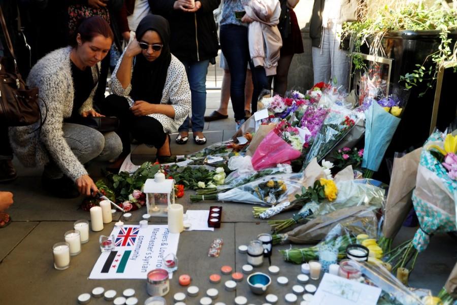 Manchester,Mourning for Manchester,Manchester blast,Ariana Grande concert,Manchester Ariana Grande concert explosion,Manchester mourns