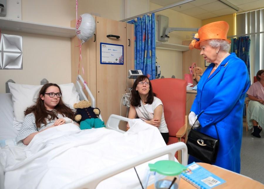 Queen Elizabeth,Elizabeth,Queen Elizabeth visits Manchester bombing casualties,Elizabeth visits Manchester bombing casualties,queen elizabeth visits manchester victims,manchester victims