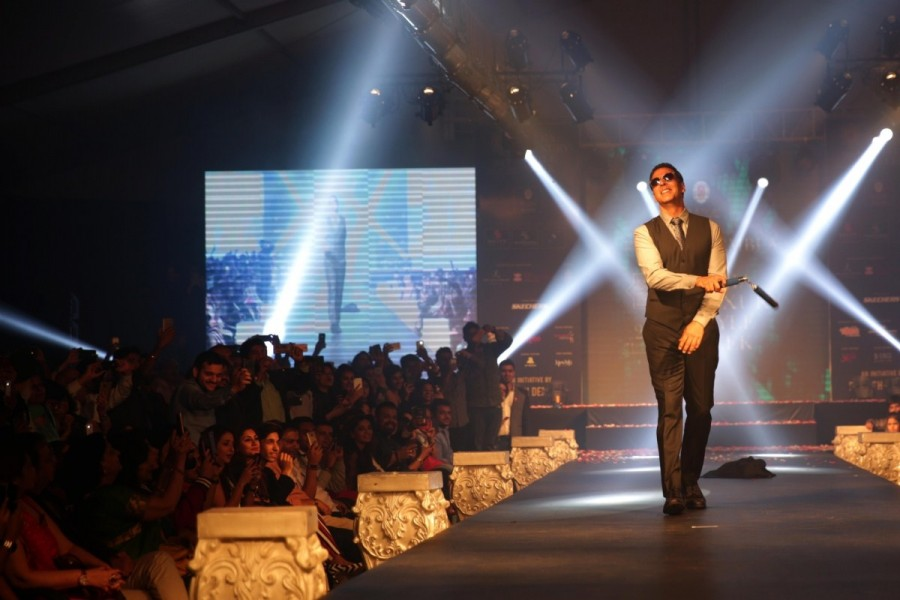 Akshay Kumar,actor Akshay Kumar,Akshay Kumar walks the ramp,Ramesh Dembla,Luxury Style Week,Luxury Style Week Men's Edition 2017,Bollywood actor Akshay Kumar