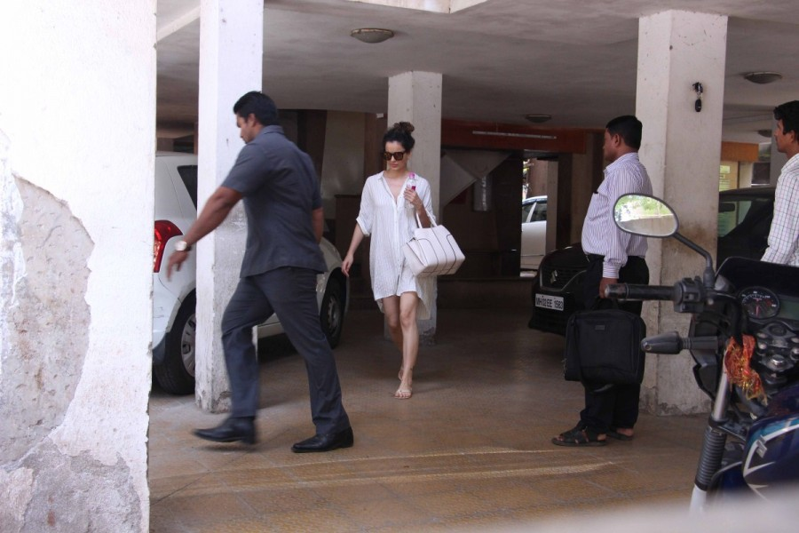 Kangana Ranaut,Kangana Ranaut spotted at Clinic,Kangana Ranaut at Clinic,Kangana Ranaut latest pics,Kangana Ranaut latest images,Kangana Ranaut latest stills,Kangana Ranaut latest pictures,Kangana Ranaut latest photos