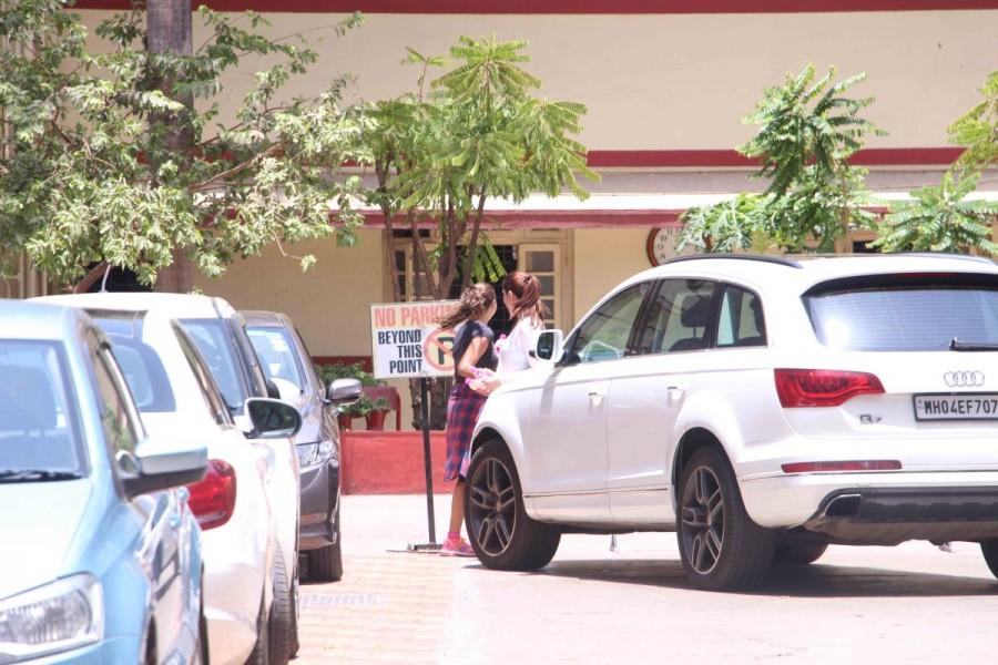 Kareena Kapoor and Amrita Arora,Kareena Kapoor,Amrita Arora,Kareena Kapoor at Gym in Bandra,Amrita Arora spotted at Gym in Bandra