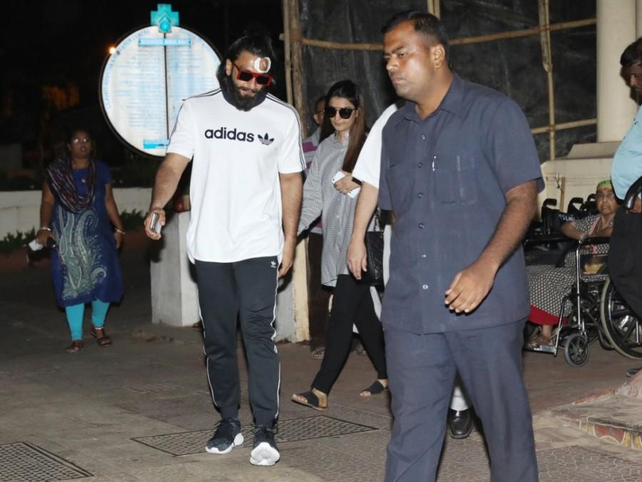 Ranveer Singh,actor Ranveer Singh,Ranveer Singh at Lilavati Hospital,Ranveer Singh spotted at Lilavati Hospital,Ranveer Singh outside Lilavati Hospital,Ranveer Singh pics,Ranveer Singh images,Ranveer Singh stills,Ranveer Singh pictures,Ranveer Singh photo