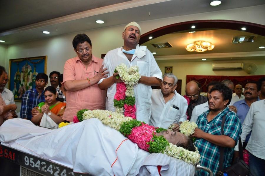 Venkatesh,Mohan Babu,Tarun,Ali,Manchu Manoj,C Kalyan,Dasari Narayana Rao,dasari narayana rao death,last respect to Dasari Narayana Rao,dasari narayana rao passes away,dasari narayana rao died