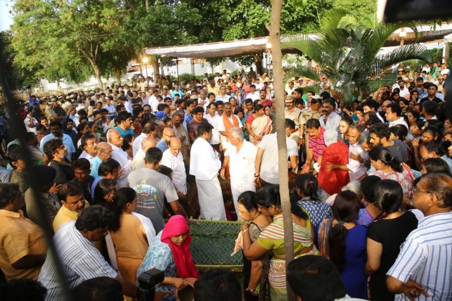 Parvathamma Rajkumar,parvathamma rajkumar death,parvathamma rajkumar passed away,Parvathamma Rajkumar cremated,Parvathamma Rajkumar cremated pics,Parvathamma Rajkumar cremated images,Parvathamma Rajkumar cremated stills,Parvathamma Rajkumar cremated pictu