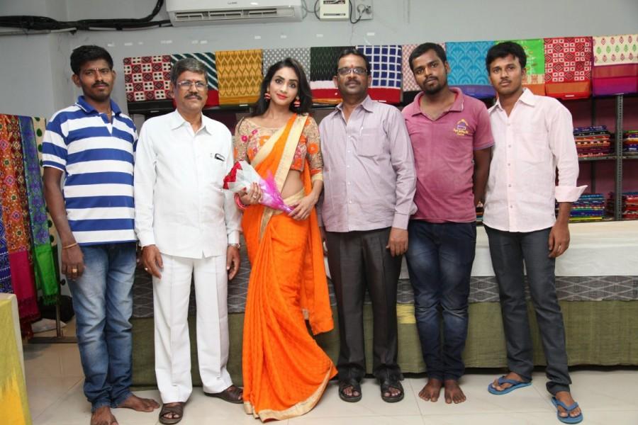 Pooja Sree,actress Pooja Sree,Pooja Sree launches Pochampally Ikat Mela,Pochampally Ikat Mela