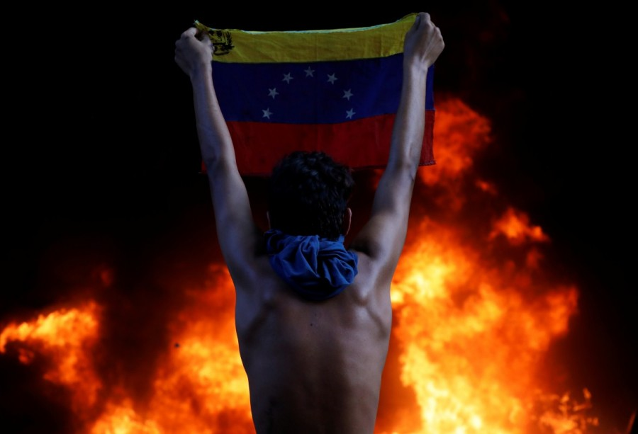 Venezuela Supreme Court office,Protesters attack Venezuela Supreme Court office,Protesters angry