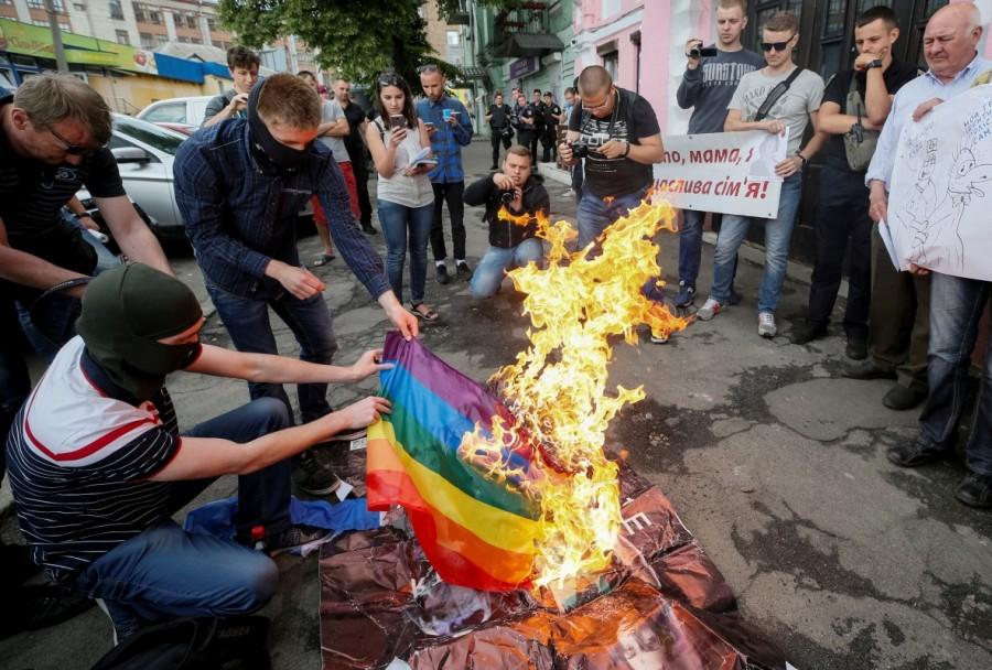 Rainbow flag burned,Ukraine Pride event,Anti-LGBT protesters,Kiev Pride 2017,Ukrainian capital,Anti-LGBT protesters burned a rainbow flag