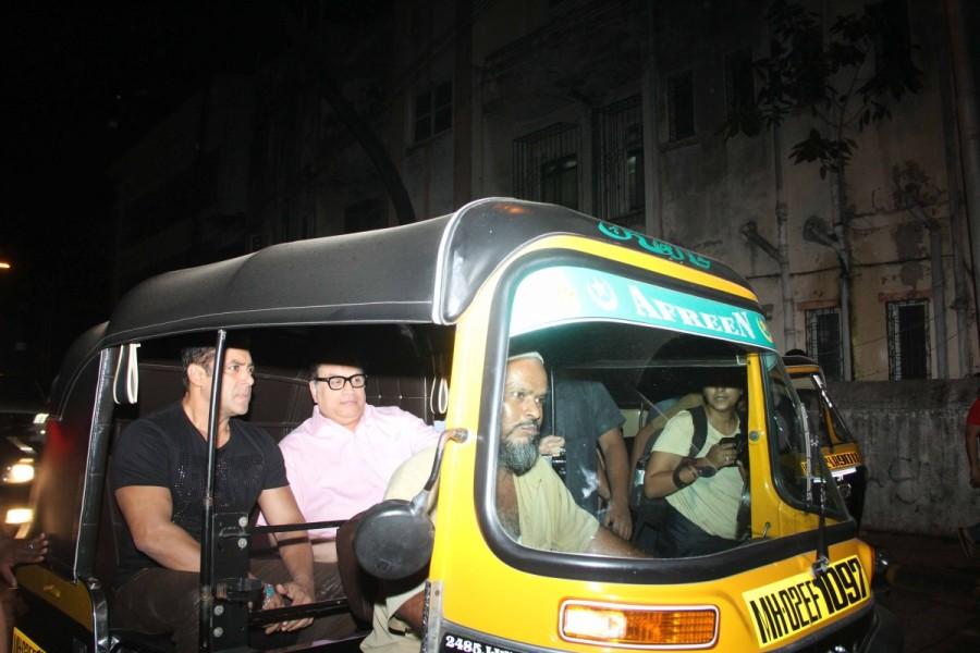 Salman Khan,actor Salman Khan,Salman Khan ditches car for cycle,Bollywood superstar Salman Khan,Salman Khan auto ride