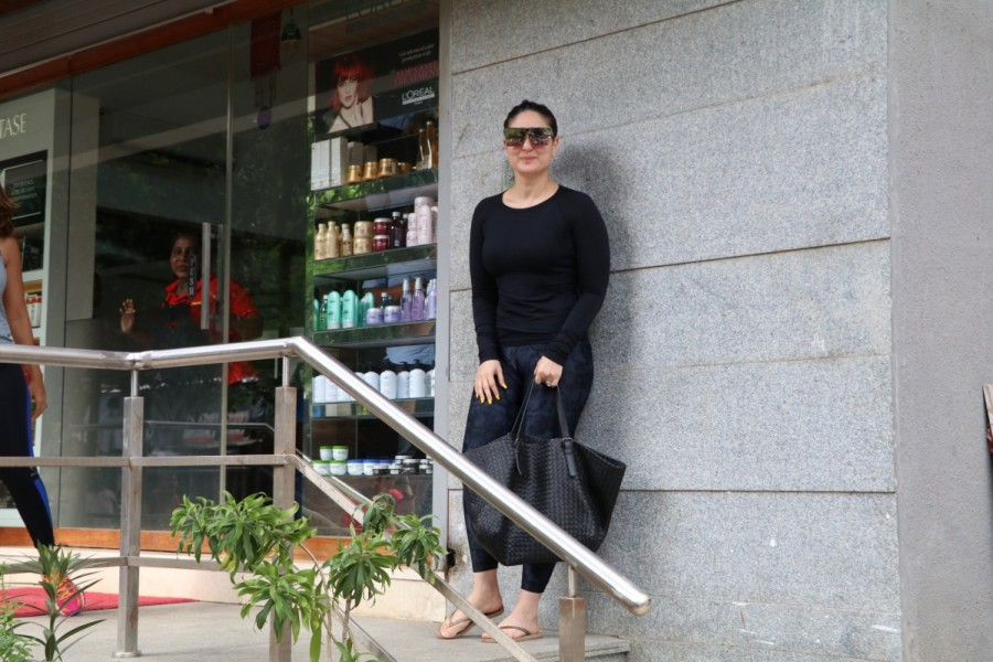 Kareena Kapoor Khan and Amrita Arora,Kareena Kapoor Khan,Amrita Arora,Freeda Bandra,Kareena Kapoor Khan spotted at Freeda,Amrita Arora spotted at Freeda