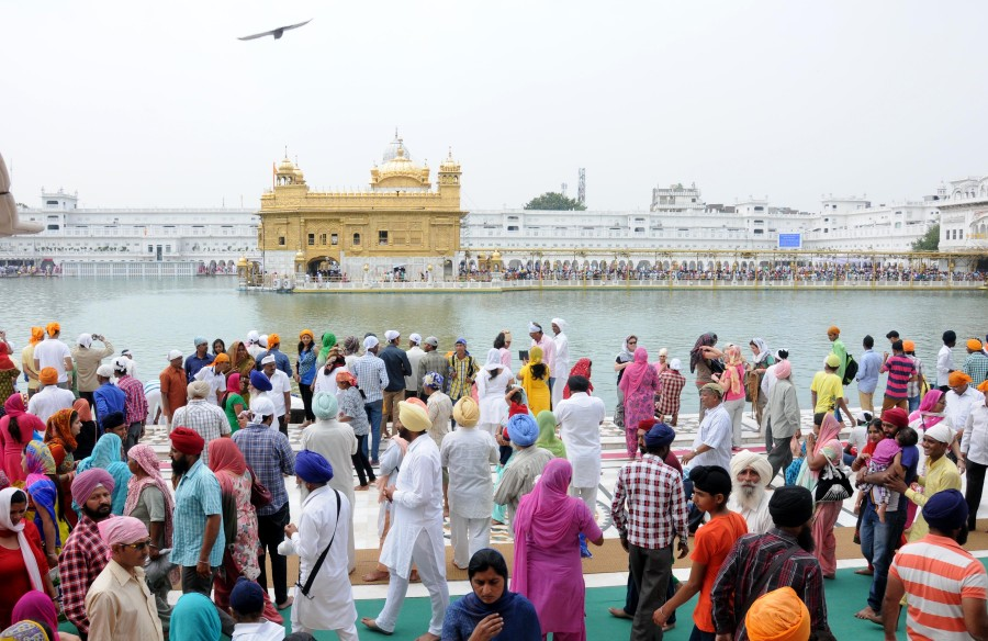 Baisakhi celebration at Golden Temple,Baisakhi celebration pictures,Baisakhi celebration images,Baisakhi 2015,Baisakhi celebration at Golden Temple Photos,Amritsar : Baisakhi celebration at Golden Temple,Golden Temple,Amritsar,AMRITSAR : Baisakhi celebra