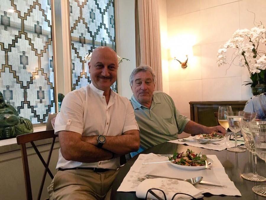 Anupam Kher meets Robert De Niro,Anupam Kher,Robert De Niro,Anupam Kher with Robert De Niro,hollywood actor Robert De Niro,bollywood actor Anupam Kher,Silver Linings Playbook