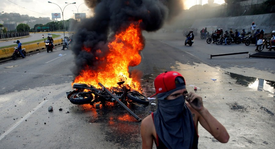 Venezuela airbase,Venezuela,Deadly protest at Venezuela