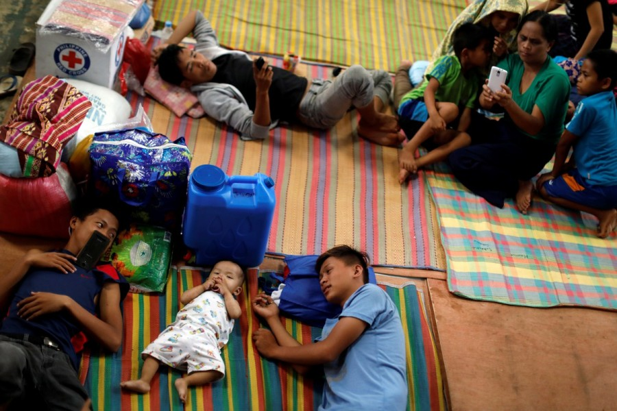 Islamic State,Marawi City,Philippine evacuees wait out fighting
