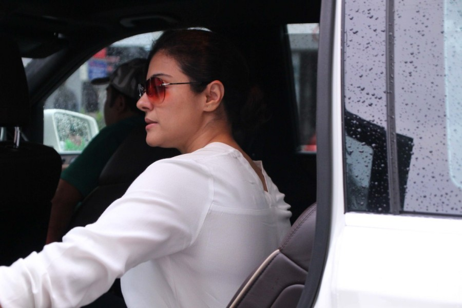 Kajol Devgan at Khar,Kajol Devgan spotted at Khar,Kajol Devgan,Kajol,actress Kajol Devgan,Kajol Devgan latest pics,Kajol Devgan latest images,Kajol Devgan latest stills,Kajol Devgan latest pictures,Kajol Devgan latest photos