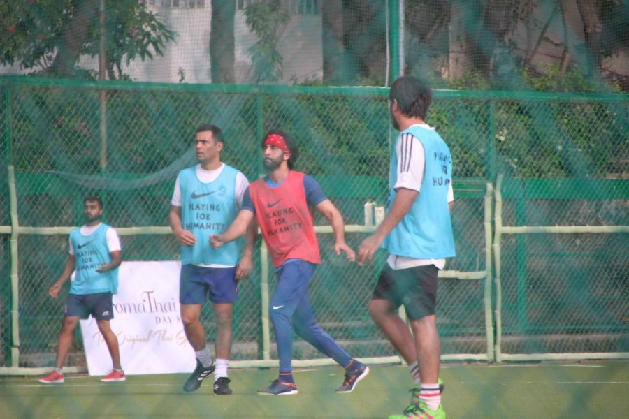 Ranbir Kapoor,actor Ranbir Kapoor,Ranbir Kapoor spotted at Bandra,Ranbir Kapoor playing football,Ranbir Kapoor football,Ranbir Kapoor PICS,Ranbir Kapoor images,Ranbir Kapoor stills,Ranbir Kapoor pictures,Ranbir Kapoor photos