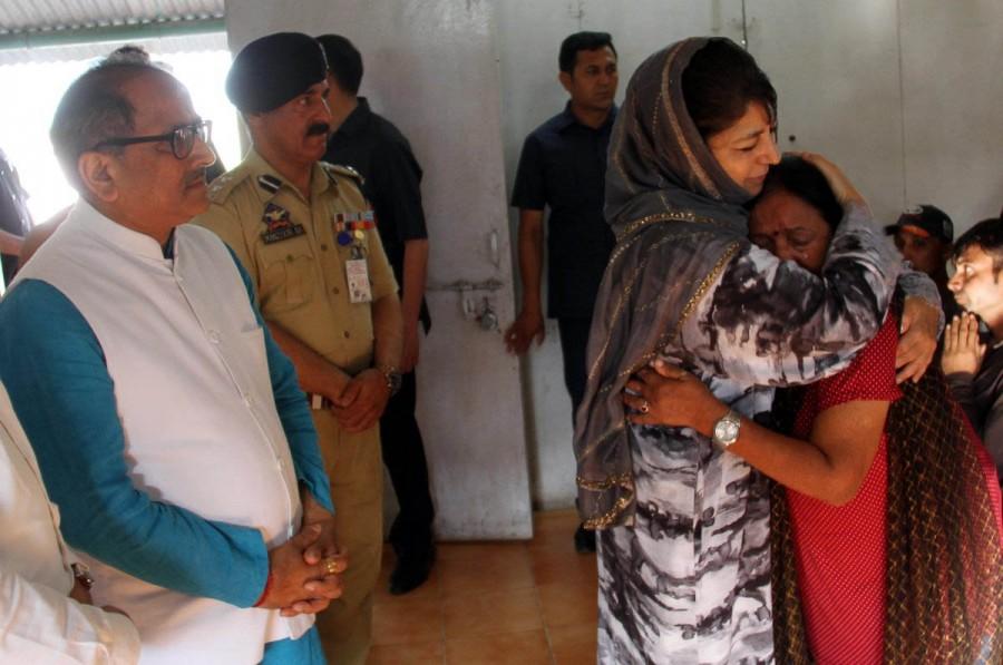 Amarnath Yatra,Amarnath Yatra terror attack,Amarnath Yatra attack,Mehbooba Mufti,CM Mehbooba Mufti,injured Amarnath Yatris
