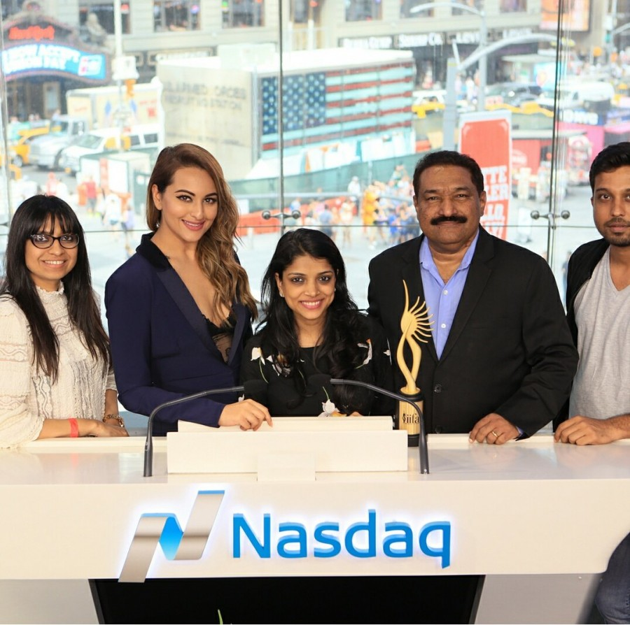 Sonakshi Sinha,IIFA Awards 2017,IIFA Awards,Sonakshi Sinha at IIFA,Sonakshi Sinha at IIFA awards,IIFA Weekend,Nasdaq bell,Sonakshi Sinha rings Nasdaq bell