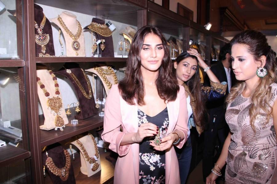 Vaani Kapoor,actress Vaani Kapoor,Vaani Kapoor at Jewellery Exhibition Glamour 2017,Jewellery Exhibition Glamour 2017