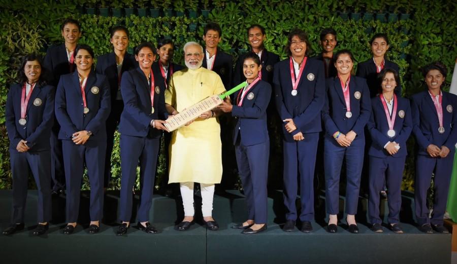 PM Narendra Modi,Narendra Modi,Indian women cricketers,Poonam Raut,Mansi Joshi,Poonam Yadav,Rajeshwari Gayakwad,Jhulan Goswami,Shikha Pandey
