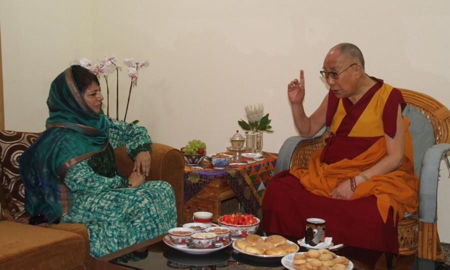 Mehbooba Mufti meets Dalai Lama,Mehbooba Mufti,Dalai Lama,Jammu and Kashmir Chief Minister Mehbooba,the Dalai Lama
