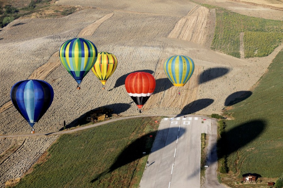 Hot air balloons,air balloons,air balloons over Italy,Umbrian countryside