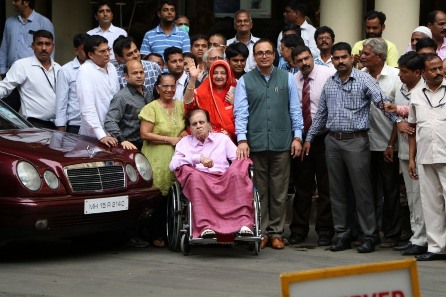 Dilip Kumar,actor Dilip Kumar,Dilip Kumar discharged from hospital,Dilip Kumar discharged,dilip kumar lilavati hospital,dilip kumar health,dilip kumar condition stable,dilip kumar kidney failure